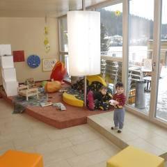 Spielzimmer im JUFA Hotel Bleiburg Sport-Resort mit KinderJUFA Hotel Bleiburg - Sport-Resort. Der Ort für erholsamen Familienurlaub und einen unvergesslichen Winter- und Wanderurlaub.