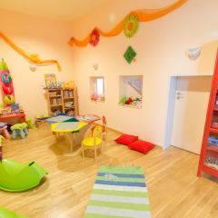 Spielzimmer mit Spielzeug im JUFA Hotel Nördlingen. Der Ort für kinderfreundlichen und erlebnisreichen Urlaub für die ganze Familie.
