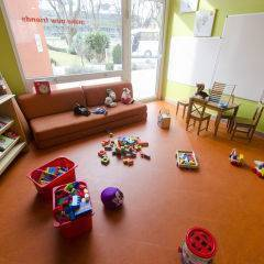 Spielzimmer mit Spielzeug im JUFA Hotel Salzburg City. Der Ort für erlebnisreichen Städtetrip für die ganze Familie und der ideale Platz für Ihr Seminar.