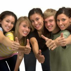 Teens geben ihre Daumen hoch für JUFA Hotels. Der Ort für starkes und kreatives Teambuildung in abwechslungsreichen Regionen.
