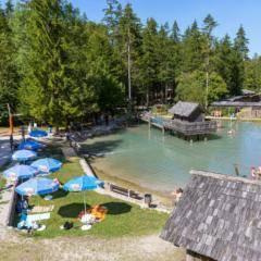 Familien erleben schönen Badetag im Wasser-Erlebnispark St. Gallen in der Nähe von JUFA Hotels. Der Ort für erholsamen Familienurlaub und einen unvergesslichen Winter- und Wanderurlaub.