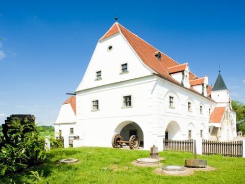 Wassermühle Slup in Tschechien im Sommer in der Nähe vom JUFA Weinviertel - Hotel in der Eselsmühle. Der Ort für erholsamen Familienurlaub und einen unvergesslichen Winter- und Wanderurlaub.