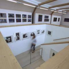 Ausstellungsraum des Werner Berg Museums in Bleiburg in Kärnten in der Nähe vom JUFA Hotel Bleiburg - Sport-Resort. Der Ort für erfolgreiches Training in ungezwungener Atmosphäre für Vereine und Teams.