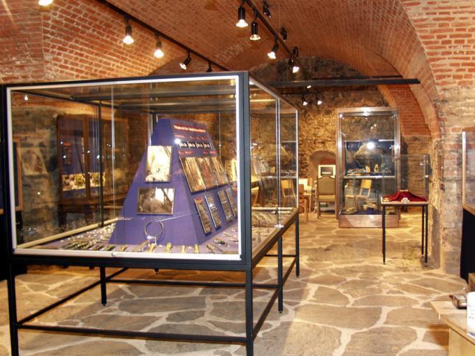 Ausstellungsraum im Burgmuseum Deutschlandsberg. JUFA Hotels bietet kinderfreundlichen und erlebnisreichen Urlaub für die ganze Familie.