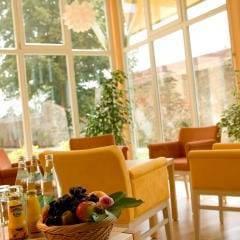 Gemütliches Café im JUFA Hotel Nördlingen. Der Ort für kinderfreundlichen und erlebnisreichen Urlaub für die ganze Familie.