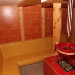 Dampfbad im Wellnessbereich im JUFA Hotel Nockberge Almerlebnis. Der Ort für erholsamen Familienurlaub und einen unvergesslichen Winter- und Wanderurlaub.