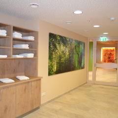 Der Eingang zum Wellnessbereich im JUFA Natur-Hotel Bruck. Der Ort für erlebnisreichen Natururlaub für die ganze Familie.