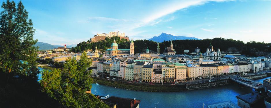 Festung Hohen Salzburg mit Altstadtpanorama im Sommer in der Nähe vom JUFA Hotel Salzburg City. Der Ort für erlebnisreichen Städtetrip für die ganze Familie und der ideale Platz für Ihr Seminar.