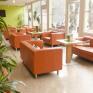 Gemütlicher Lobbybereich im JUFA Hotel Salzburg City zum Entspannen.Der Ort für erlebnisreichen Städtetrip für die ganze Familie und der ideale Platz für Ihr Seminar.