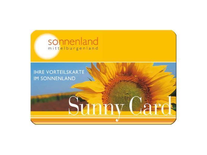 Sujetbild der Sunny Card. Erleben Sie tolle Ausflugsziele mit derSchladming Dachstein Sommercard und JUFA Hotels. Der Ort für erholsamen Familienurlaub und einen unvergesslichen Wanderurlaub.