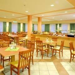 Gemütliches Restaurant und abwechslungsreiches Buffet im JUFA Hotel Kaprun. Der Ort für erholsamen Familienurlaub und einen unvergesslichen Winter- und Wanderurlaub.