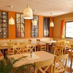 Gemütliches Restaurant lädt zum Stärken ein im JUFA Weinviertel - Hotel in der Eselsmühle. Der Ort für erfolgreiche und kreative Seminare in abwechslungsreichen Regionen.