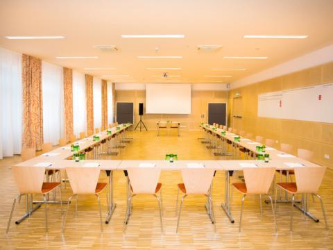 Gut ausgestatteter Seminarraum im JUFA Hotel Wien City. Der Ort für erlebnisreichen Städtetrip für die ganze Familie und der ideale Platz für Ihr Seminar.