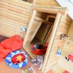 Sie sehen einen Blick ins Kinderspielzimmer im JUFA Hotel Knappenberg. Der Ort für erholsamen Familienurlaub und einen unvergesslichen Winter- und Wanderurlaub.
