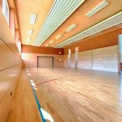 Sporthalle mit Fussballtor im JUFA Hotel Jülich. Der Ort für kinderfreundlichen und erlebnisreichen Urlaub für die ganze Familie.