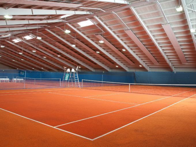 Tennishalle im JUFA Hotel Leibnitz Sport-Resort. Der Ort für erfolgreiches Training in ungezwungener Atmosphäre für Vereine und Teams.
