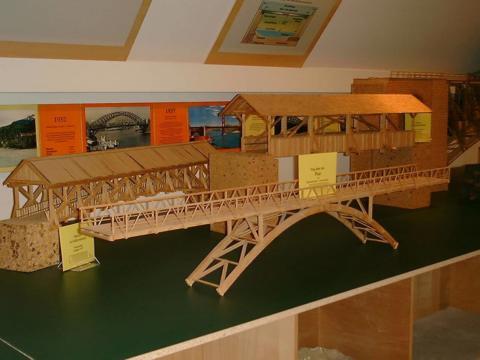 Ausstellungsstück im Brückenbaumuseum Edelsbach. JUFA Hotels bietet kinderfreundlichen und erlebnisreichen Urlaub für die ganze Familie.