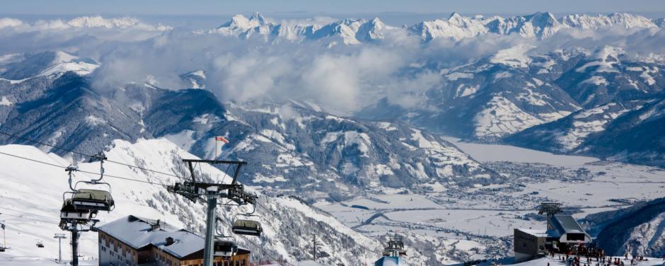Aussenansicht des Bundessportzentrums am Kitzsteinhorn in Kaprun. JUFA Hotels bietet erholsamen Familienurlaub und einen unvergesslichen Winterurlaub.