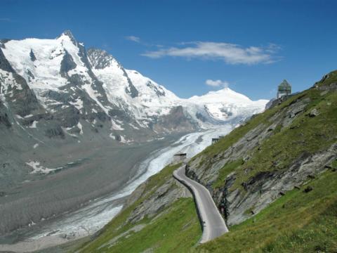 Toller Blick auf die Pasterze am Großglockner im Salzburger Land. JUFA Hotels bietet Ihnen den Ort für erlebnisreichen Natururlaub für die ganze Familie.