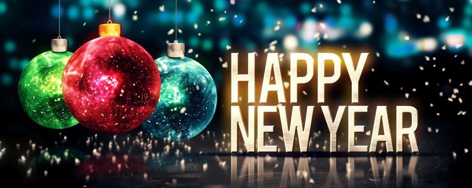 """Silvester Sujetbild mit Schriftzug """"Happy New Year"""" und Christbaumkugeln. JUFA Hotels bietet erholsamen Familienurlaub und einen unvergesslichen Winterurlaub."""