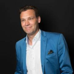Sie sehen André Steeger, Hotelleiter des JUFA Hotel Königswinter/Bonn***s am Rheinsteig. Der Ort für kinderfreundlichen und erlebnisreichen Urlaub für die ganze Familie.