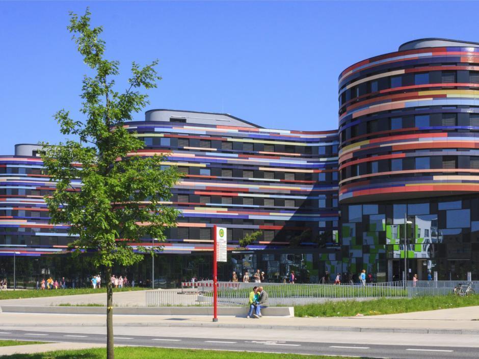 Vom JUFA Hotel Hamburg HafenCity kann man verschiedene Radtouren in Hamburg machen.
