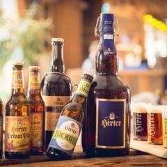 Sie sehen Bier der Brauerei Hirt in Kärnten. JUFA Hotels bietet den Ort für erfolgreiche und kreative Seminare in abwechslungsreichen Regionen.