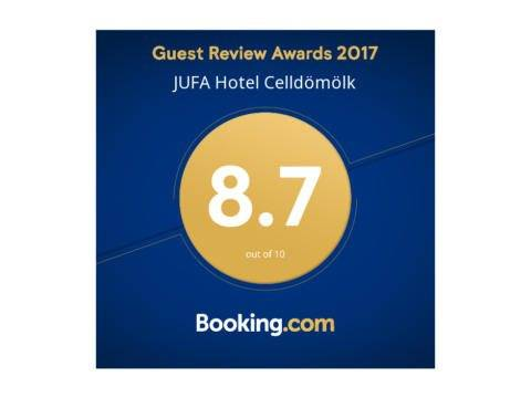 Sie sehen das Logo des Guest Review Award 2017 von Booking.com, das ausgezeichnete Hotels tragen dürfen. JUFA Hotels sind zertifizierter Partner von Booking.com.