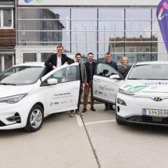 Sie sehen Vertreter der Stadtgemeinde Weiz und dem Verein Ever-Green bei der Präsentation des E-Car Sharing der Stadtgemeinde Weiz.