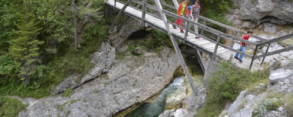 Wanderausflug mit der Familie in den Ötschergräben im Naturpark Ötscher-Tormäuer in Niederösterreich. JUFA Hotels bietet Ihnen den Ort für erlebnisreichen Natururlaub für die ganze Familie.