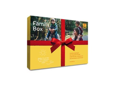 Das Produkt Familybox in toller Geschenkverpackung. JUFA Hotels bieten erholsamen Familienurlaub und einen unvergesslichen Winter- und Wanderurlaub.