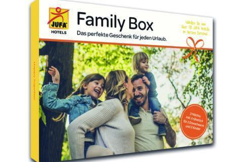 Das Produkt Family Box in toller Geschenkverpackung. JUFA Hotels bieten erholsamen Familienurlaub und einen unvergesslichen Winter- und Wanderurlaub.