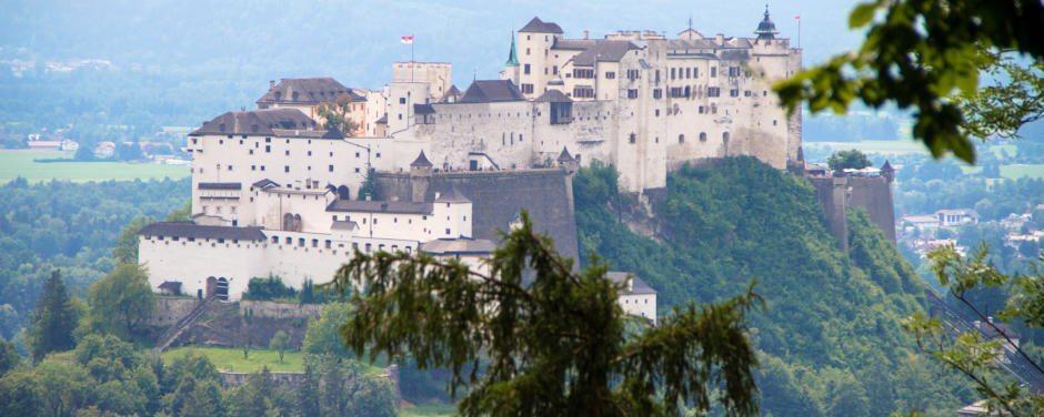 Die imposante Festungsanlage der Stadt Salzburg ist in wenigen Minuten vom JUFA Hotel Salzburg City erreichbar.