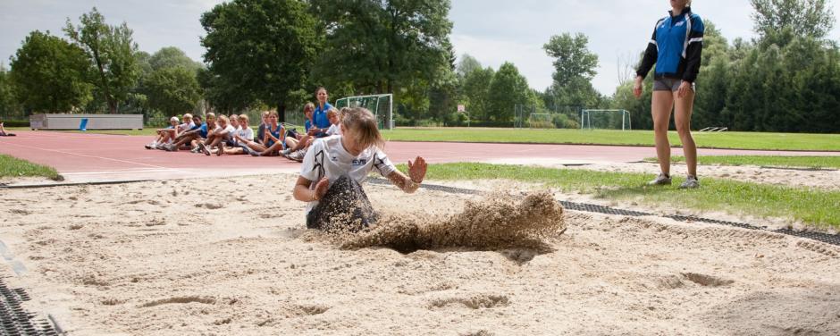 Direkt anliegender Sportplatz für Leichtathletik beim JUFA Hotel Leibnitz - Sport-Resort