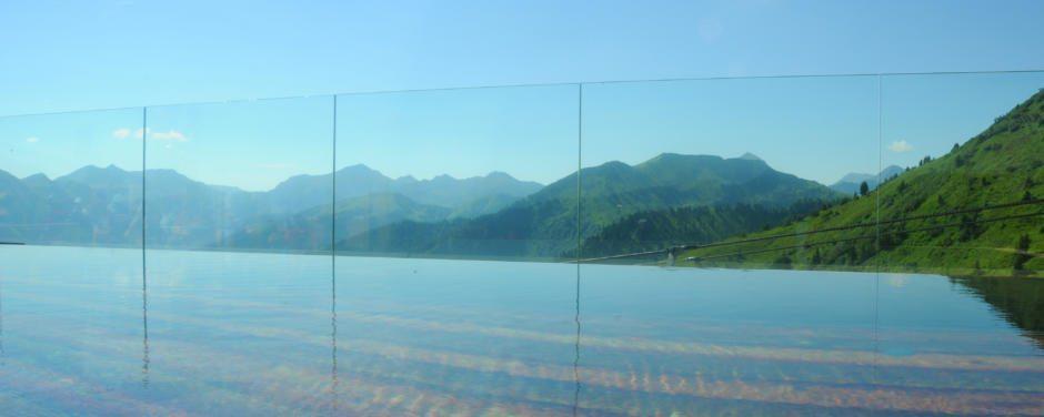 Beheiztes Gipfelbad anno dazumal auf der Riesneralm mit herrlichem Panoramablick auf die umliegenden Berge. JUFA Hotels bieten erholsamen Familienurlaub und einen unvergesslichen Winter- und Wanderurlaub.