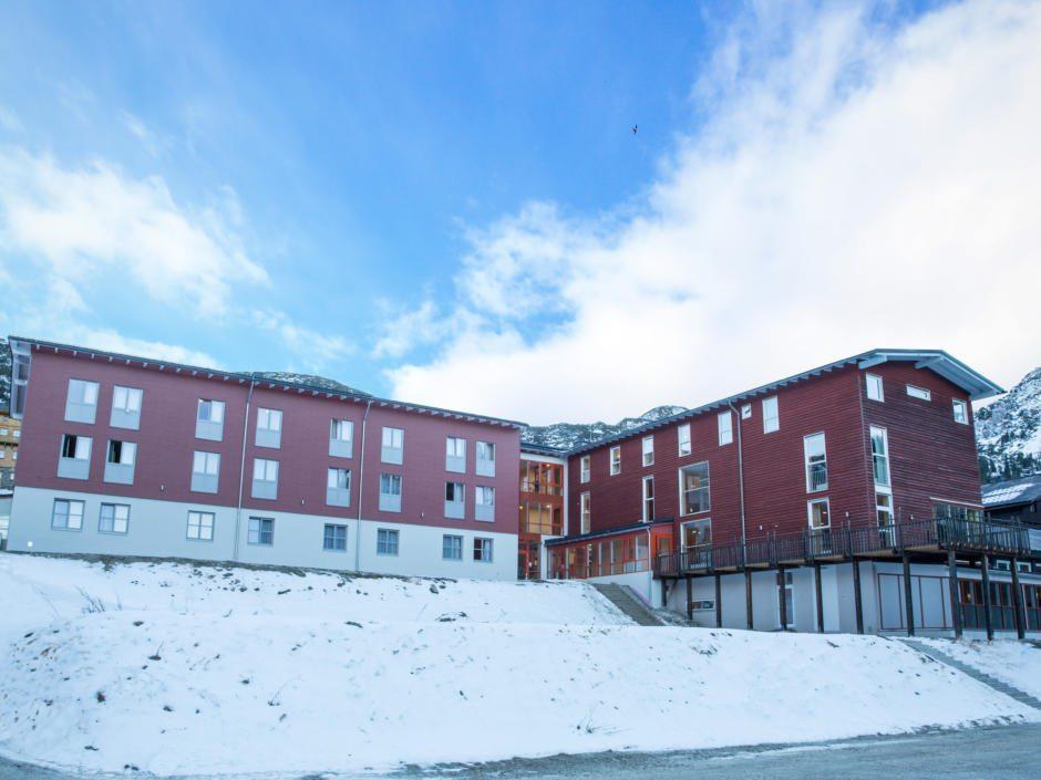 Aussenansicht vom JUFA Hotel Planneralm - Alpin-Resort. JUFA Hotels bieten erholsamen Familienurlaub und einen unvergesslichen Winter- und Wanderurlaub.