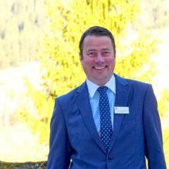 Sie sehen Hotelleiter Jens Grossmann vom JUFA Hotel Malbun – Alpin-Resort***s. Der Ort für kinderfreundlichen und erlebnisreichen Urlaub für die ganze Familie.