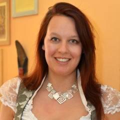 Sie sehen Melanie Pistrich, Hotelleiterin des JUFA Hotel Oberwölz-Lachtal. Der Ort für kinderfreundlichen und erlebnisreichen Urlaub für die ganze Familie.