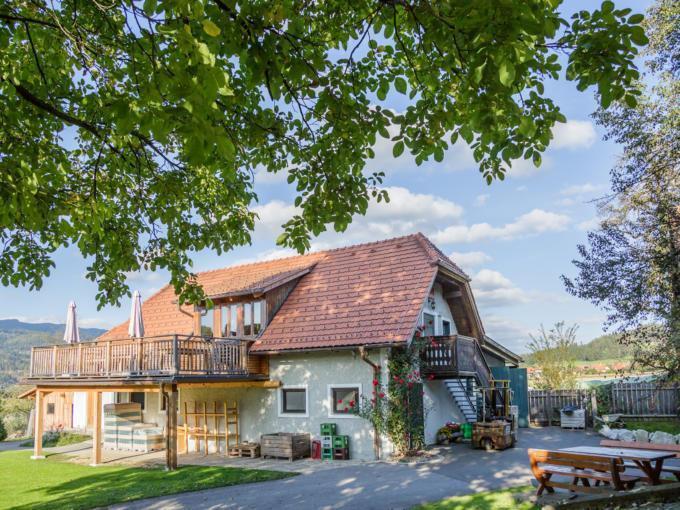 Sie sehen den Streuobsthof Weissenbacher in Kindberg. JUFA Hotels bietet kinderfreundlichen und erlebnisreichen Urlaub für die ganze Familie.