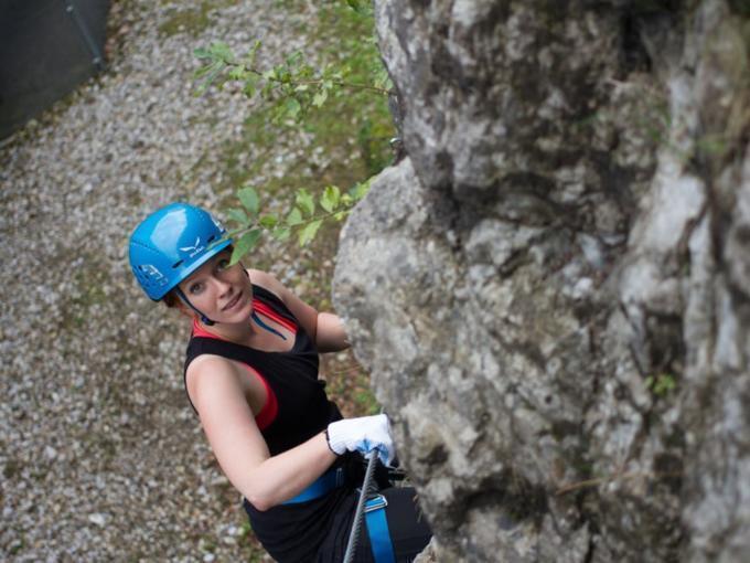 Klettern in Salzburg. JUFA Hotels bieten erholsamen Familienurlaub und einen unvergesslichen Winter- und Wanderurlaub.