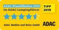 Sie sehen das Logo des ADAC Campingführer 2019, das die besten Campingplätze Euorpas tragen dürfen. JUFA Hotels werden empfohlen vom ADAC Campingführer.