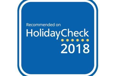 Sie sehen das Logo von Recommended on HolidayCheck 2018 der HolidayCheck AG, das sehr gut bewertete Hotels tragen dürfen. JUFA Hotels wurden ausgezeichnet von HolidayCheck.