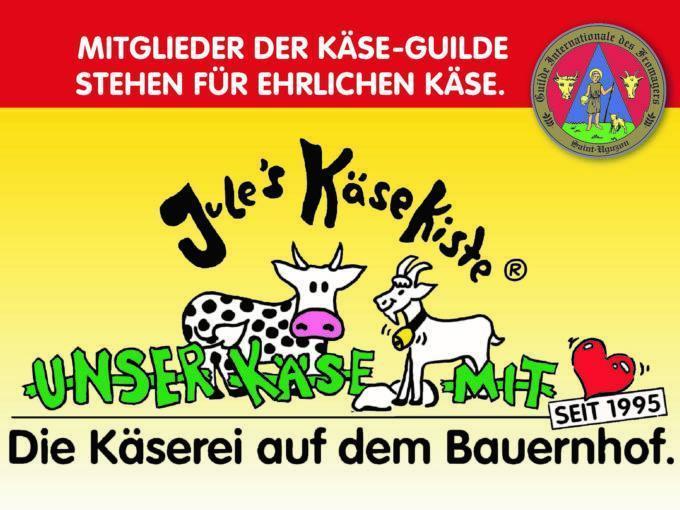 Sie sehen das Logo der Bauernkäserei Jules Käsekiste aus Much bei Königswinter in Nordrhein-Westfalen. JUFA Hotels bietet erholsamen Familienurlaub und einen unvergesslichen Winter- und Wanderurlaub.