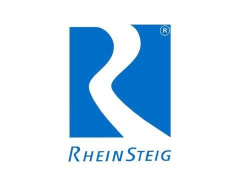 Sie sehen das Logo der Romantischen Rhein Tourismus GmbH, das für Wanderurlauber passende Hotels am Rheinsteig tragen dürfen. JUFA Hotels sind zertifizierte Rheinsteig-Partner.