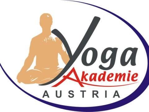Sie sehen das Logo der Yoga-Akadmie Austria, Partner des JUFA Hotel Knappenberg**** in Kärnten. JUFA Hotels bietet erholsamen Familienurlaub und einen unvergesslichen Winter- und Wanderurlaub.