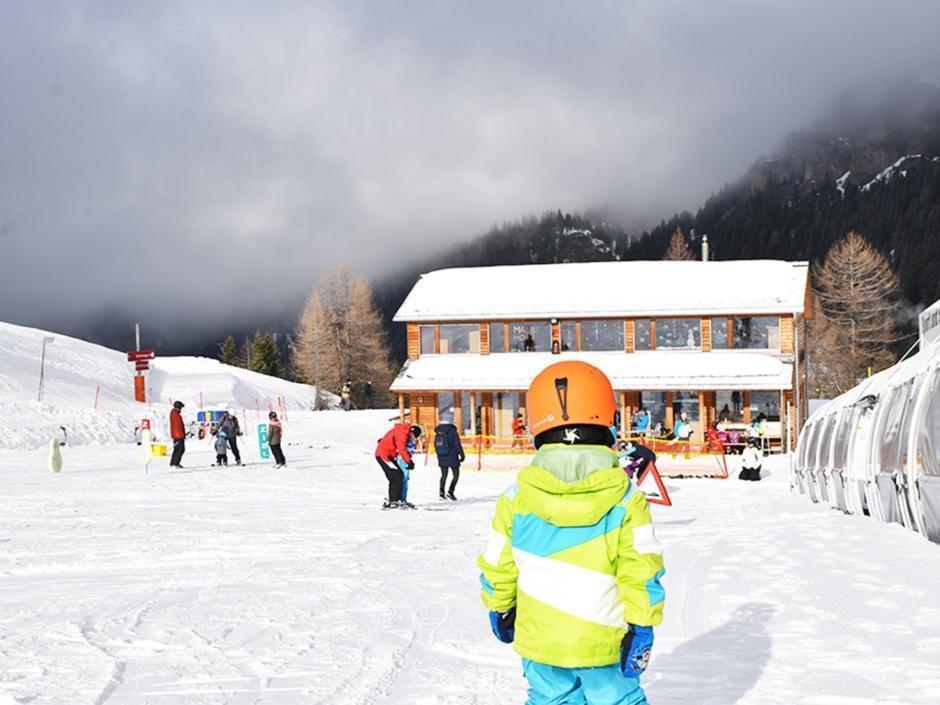 Sie sehen den Malbi-Park am JUFA Hotel Malbun – Alpin-Resort*** im Winter. JUFA Hotels bietet erholsamen Familienurlaub und einen unvergesslichen Winterurlaub.