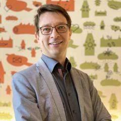Sie sehen Nik Dorl-Emden aus dem Eventmanagement-Team der JUFA Hotels. JUFA Hotels bietet kinderfreundlichen und erlebnisreichen Urlaub für die ganze Familie.