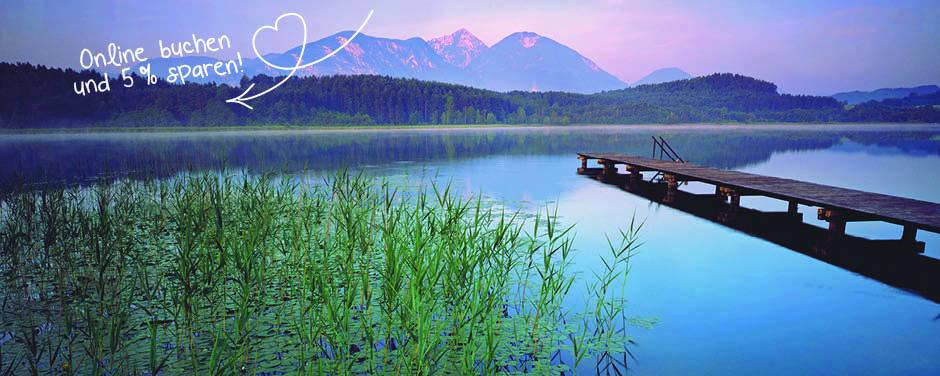 Sie sehen den Turner See in Kärnten mit tollem Bergpanorama im Sommer. JUFA Hotels bietet erholsamen Familienurlaub und einen unvergesslichen Sommerurlaub.