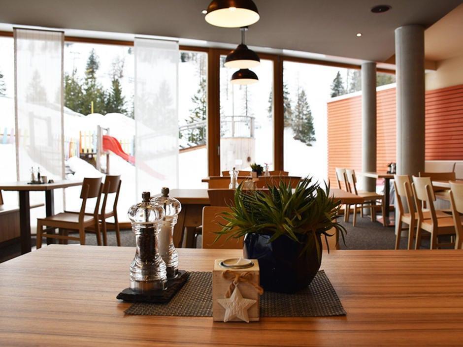 Sie sehen das Restaurant im JUFA Hotel Malbun – Alpin-Resort***. Der Ort für erholsamen Familienurlaub und einen unvergesslichen Winterurlaub.