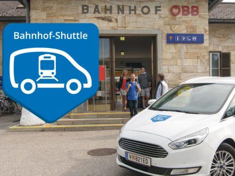 Sie sehen ein Sammeltaxi des Bahnhof-Shuttles in Kärnten. JUFA Hotels bietet kinderfreundlichen und erlebnisreichen Urlaub für die ganze Familie.